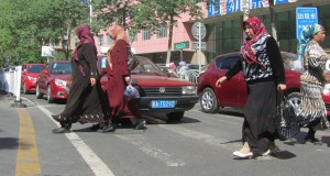 china-urumqi-uyghur-ladies-1